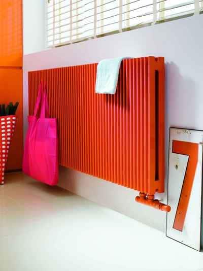 Pomarańczowy grzejnik Afro marki Instal-Projekt