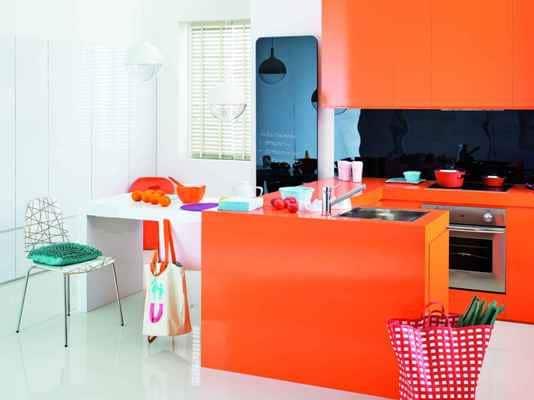 Grzejnik Invidi New Instal-Projekt w pomarańczowej kuchni
