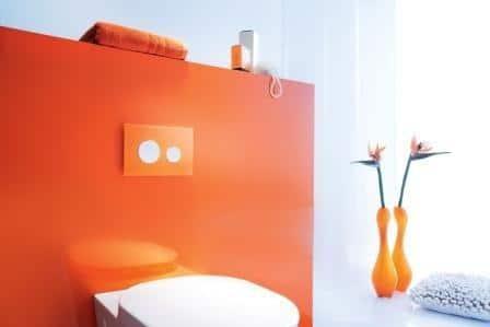 Przycisk spłukujący TECEloop - pomarańczowa płytka i biały przycisk