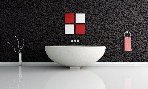 Czarna surowa faktura na ścianie w łazience - pixers.pl