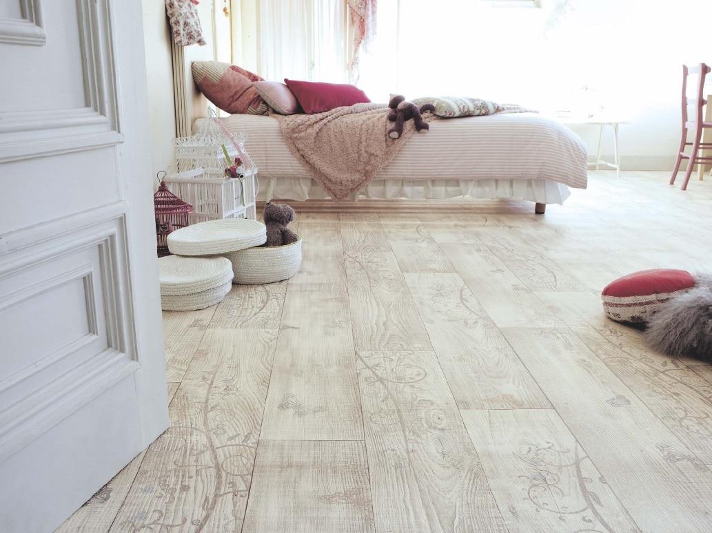 Wykładzina imitująca deski drewniane ; prod. Tarkett