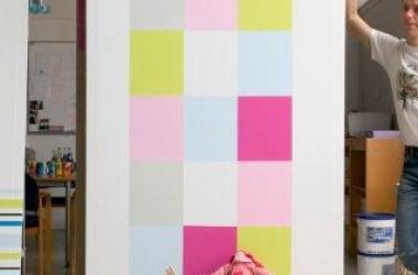Dekorowanie ścian: pasy, kwadraty i inne nieszablonowe wzory