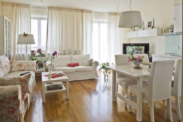 Klasyczna elegancja - biel, kwiaty, pastelowe odcienie. Wygodnie i przytulnie