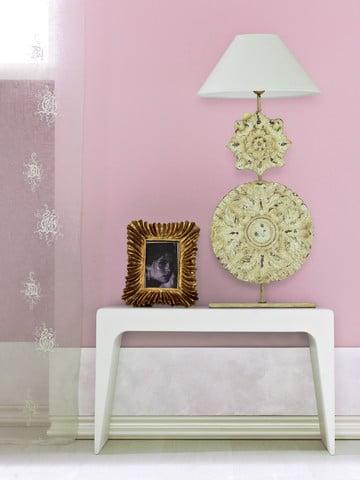 """Pokój w stylu glamour - na ścianach farby z linii """"Glamour"""" Fashion Colour & Style marki Dekoral"""