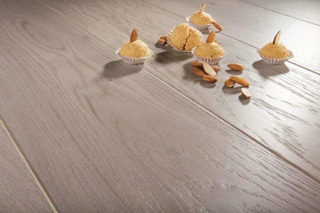 Drewniana deska trójwarstwowa, barwiona na popiel, model Marzipan Muffin; Barlinek