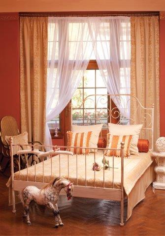 Sypialnia w stylu New Romantic; tkaniny z kolekcji Dekoria Odisea
