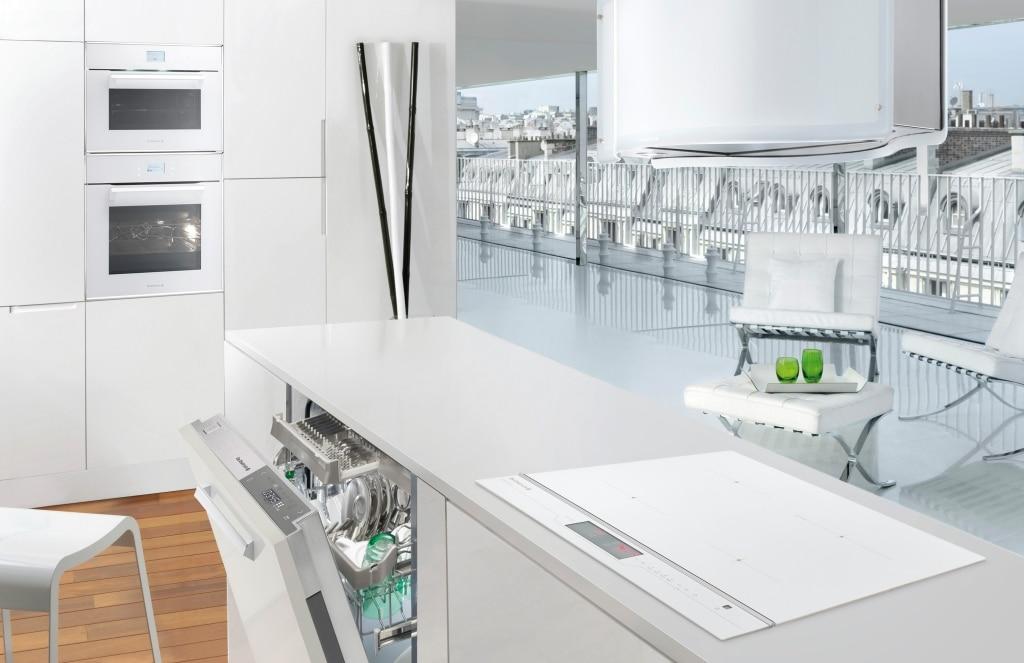 Okap który nie tylko jest funkcjonalny, ale również dekoruje kuchnię