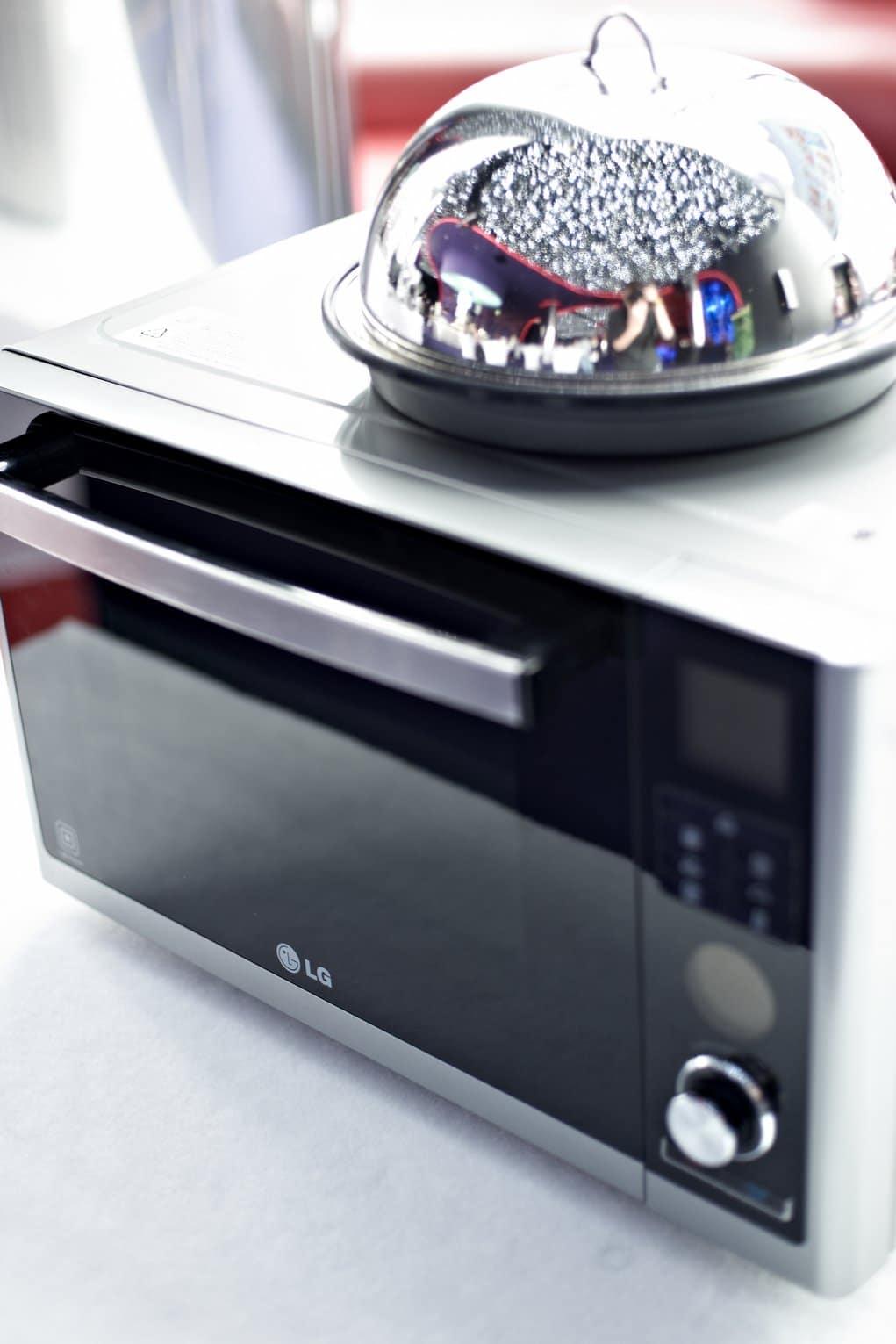 Połączenie technologii Lightwave oraz grzałki Charcoal Lighting Heater pomaga w przygotowywaniu wyszukanych potraw, oszczędzając czas i energię.