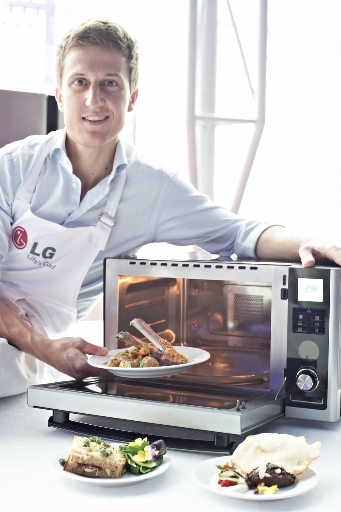 Czyszczenie piekarnika solarnego jest równie łatwe i przyjemne jak przygotowywanie w nim potraw.