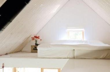 Małe mieszkanie z antresolą