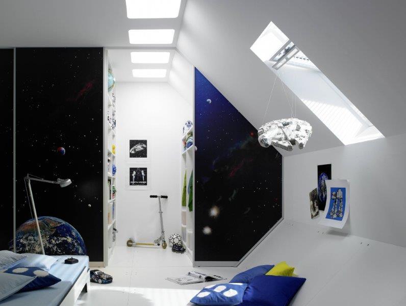 Kosmiczna garderoba w pokoju dziecięcym