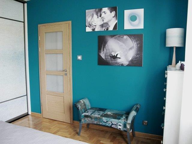 Metamorfoza Benjamin Moore - kolor ściany dopasowany do koloru łóżka