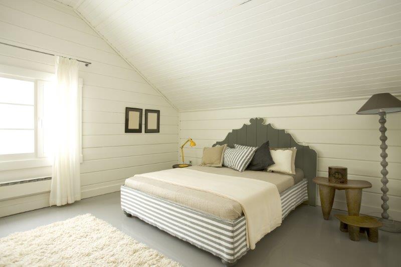 Łóżko w sypialni nie powinno stać na linii okno - drzwi