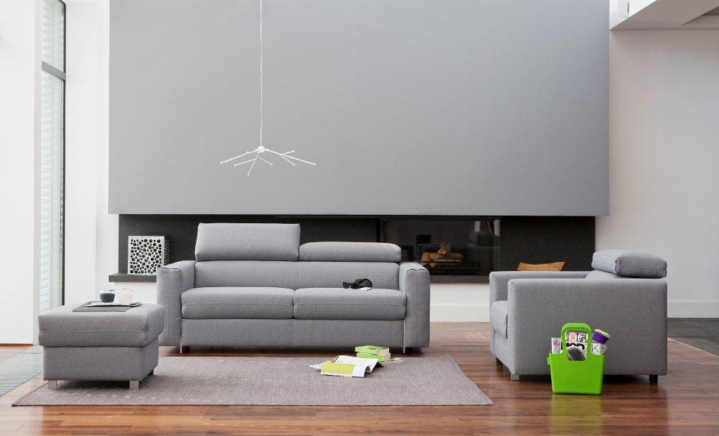 Kanapa Palermo marki Bizzarto. Regulowane w systemie stopniowym zagłówki zwiększają komfort wypoczynku. Modułowość kolekcji umożliwia dowolne zestawianie elementów.