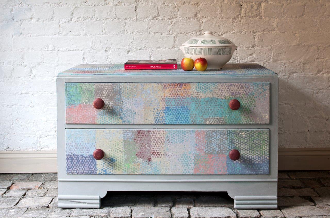 Komoda odnowiona farbami do mebli Annie Sloan