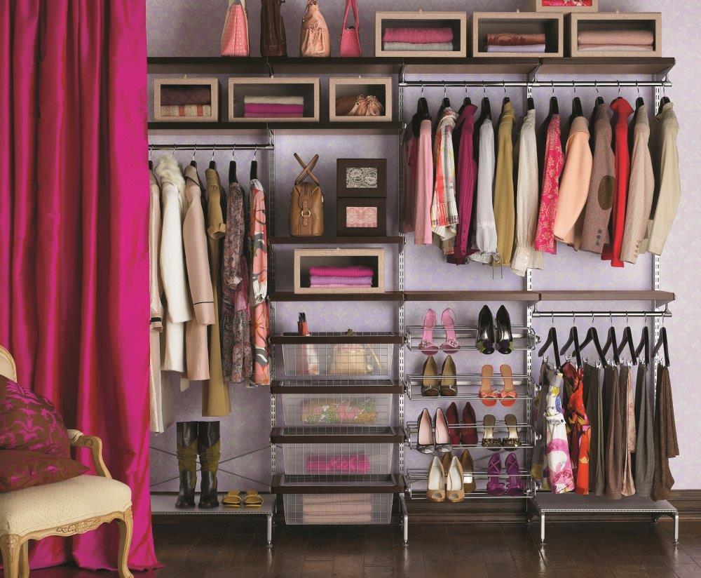 Dobrze zagospodarowana garderoba z miejscem na buty - prod. Elfa