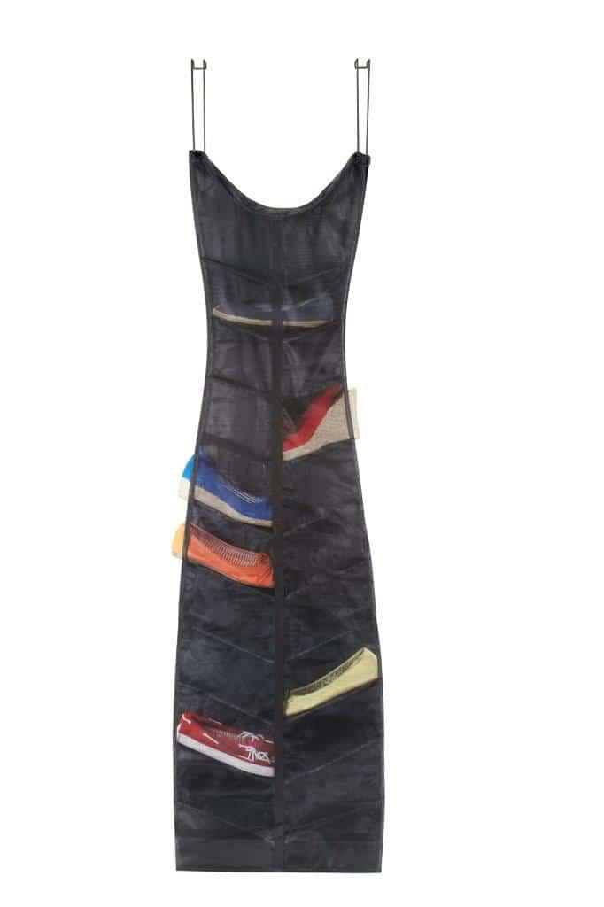 Wieszak na buty - kształt sukienki - do kupienia Fabrykaform.pl. Można zawiesić np. na drzwiach