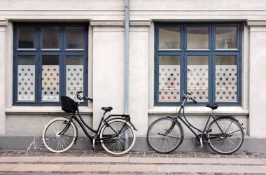 Folia okienna; pomysł na osłonięcie okna