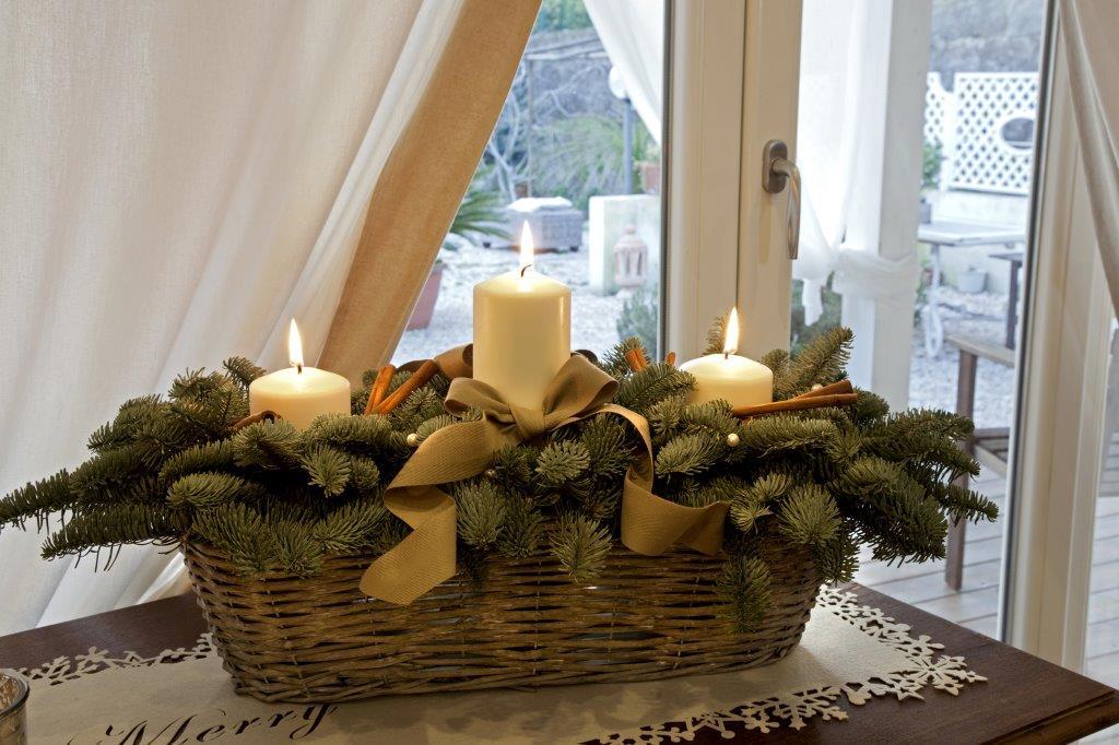 Dekoracja świąteczna w oknie
