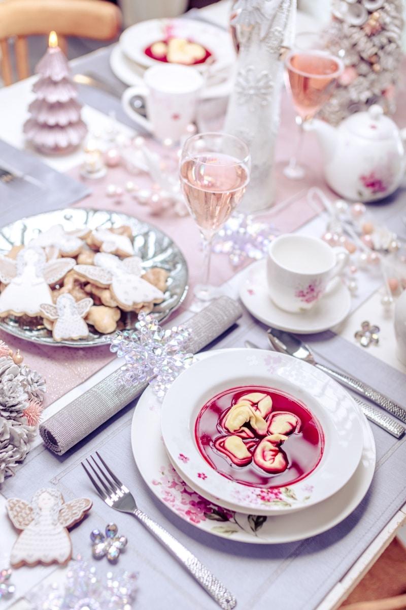 Nakrycie świątecznego stołu - naczynia z Home & You