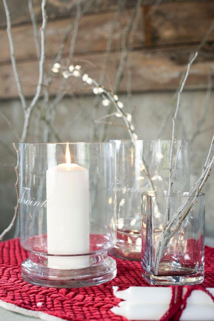 Wazony szklane Blanc MariClo wykorzystane jako dekoracja świąteczna