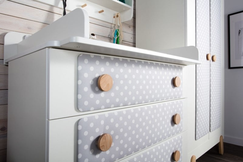Komoda a panelami tapicerowanymi