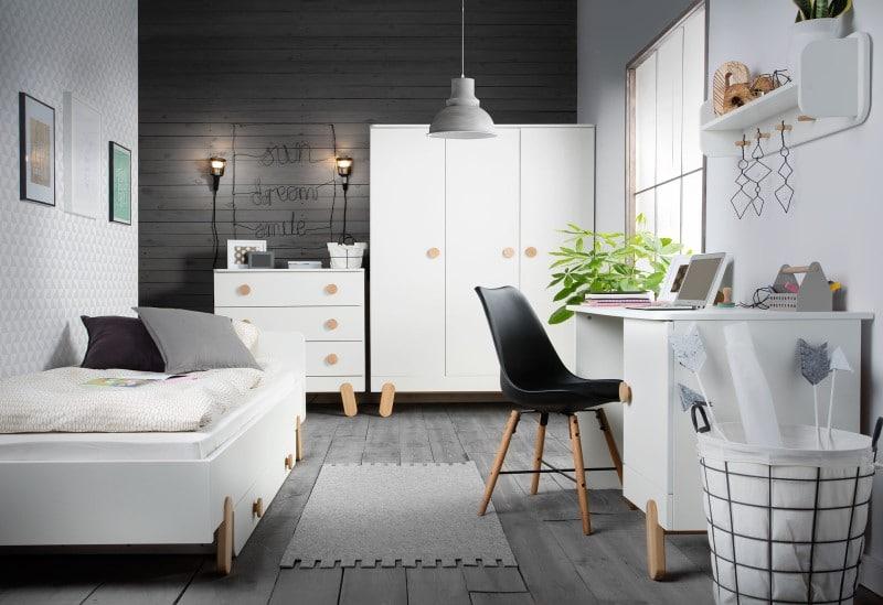 Pokój nastolatka - meble Pinio bez paneli stają się białe do pokoju nastolatka