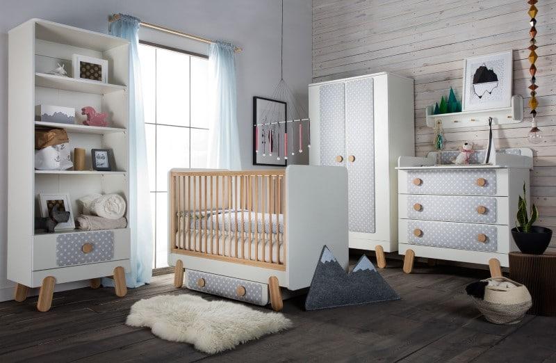Pokój małego dziecka - na meblach dekoracyjne panele tapicerowane