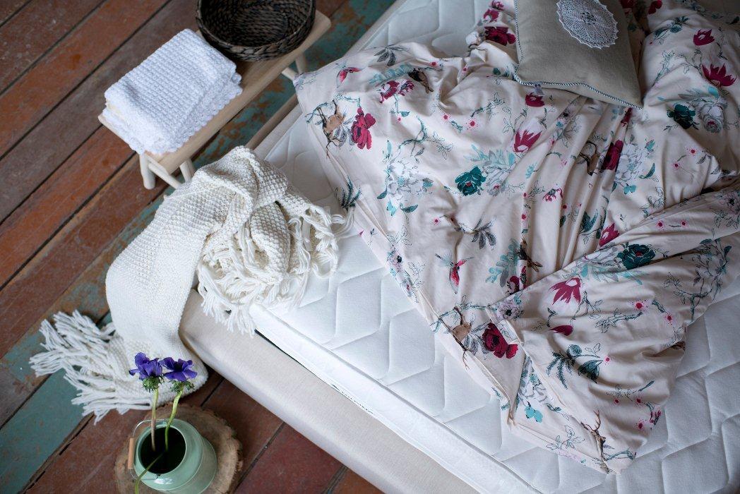 Łóżko kontynentalne i materac Hilding