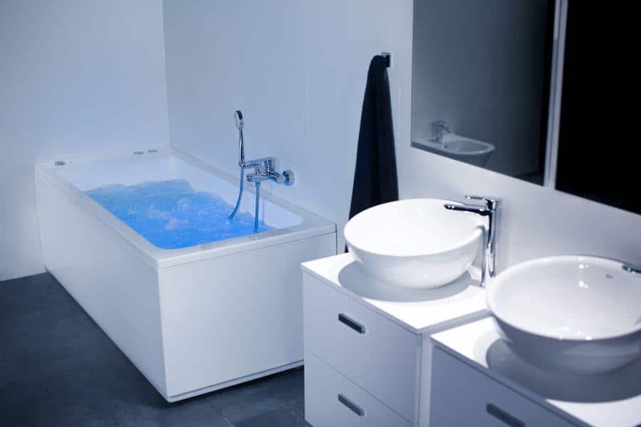 Łazienka z wanna z hydromasażem