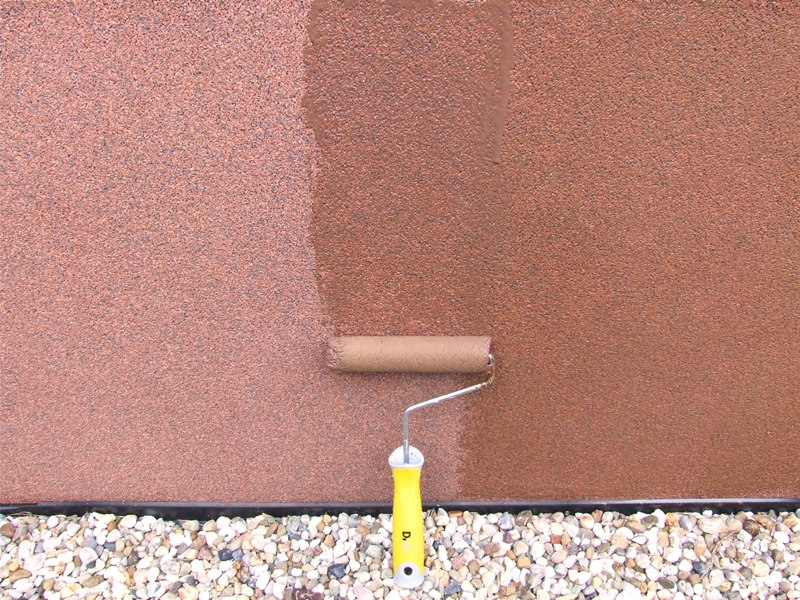 Odnawianie tynku mozaikowego lakierobejcą