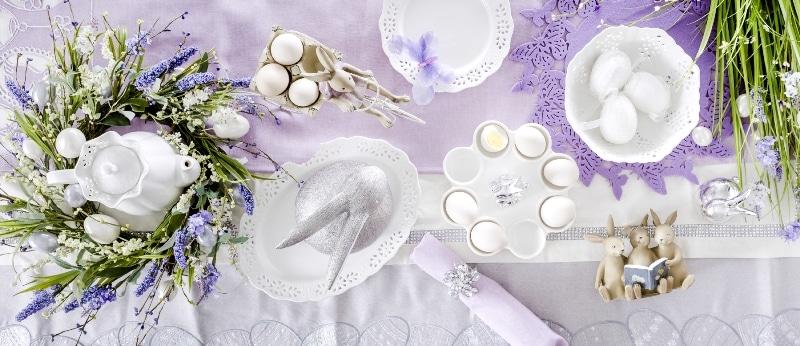 Wielkanocny stół w pastelowych fioletach