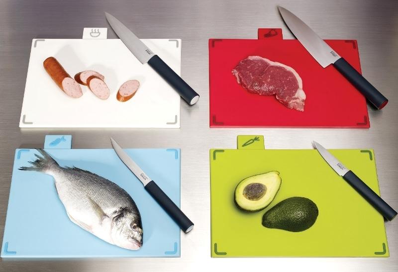 Cztery kolorowe deski z różnymi nożami; 429 zł komplet