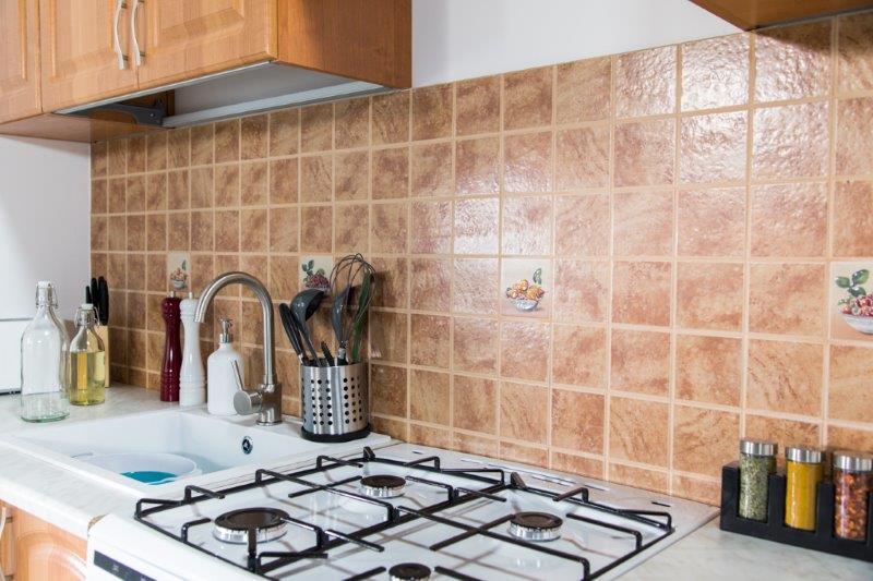 Glazura w kuchni przed malowaniem