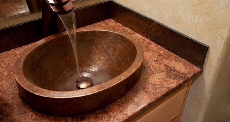 Umywalka nablatowa w przytulnej łazience