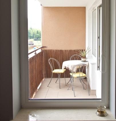 Balkon przed remontem - widok z kuchni