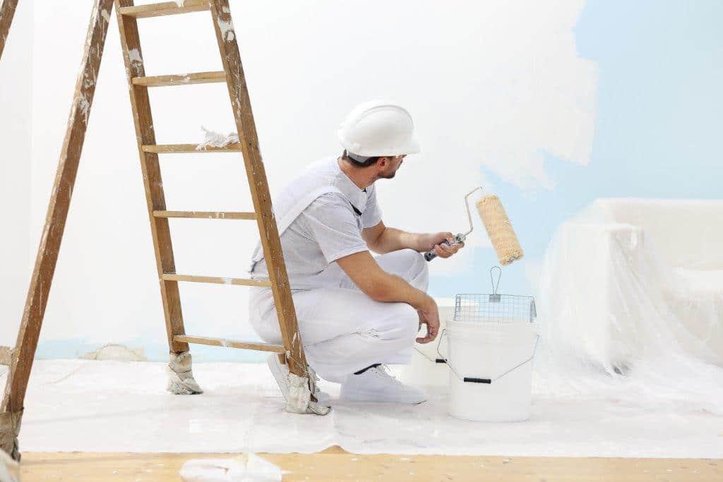 Malowanie ścian białą farbą