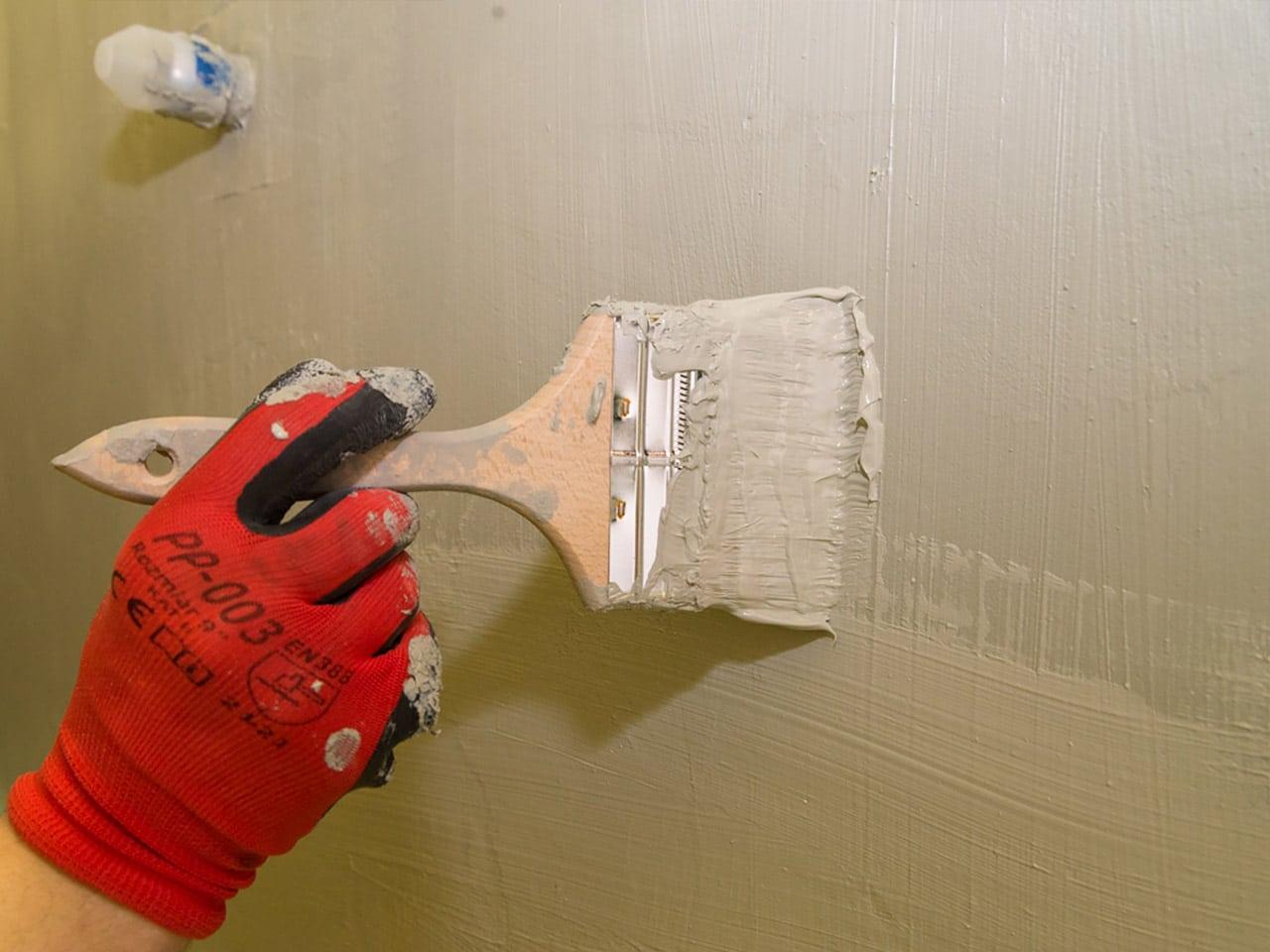 Zabezpieczanie ścian w łazience hydroizolacją