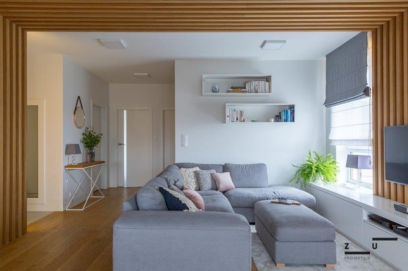 Pokój dzienny  - biel, drewno, szarość