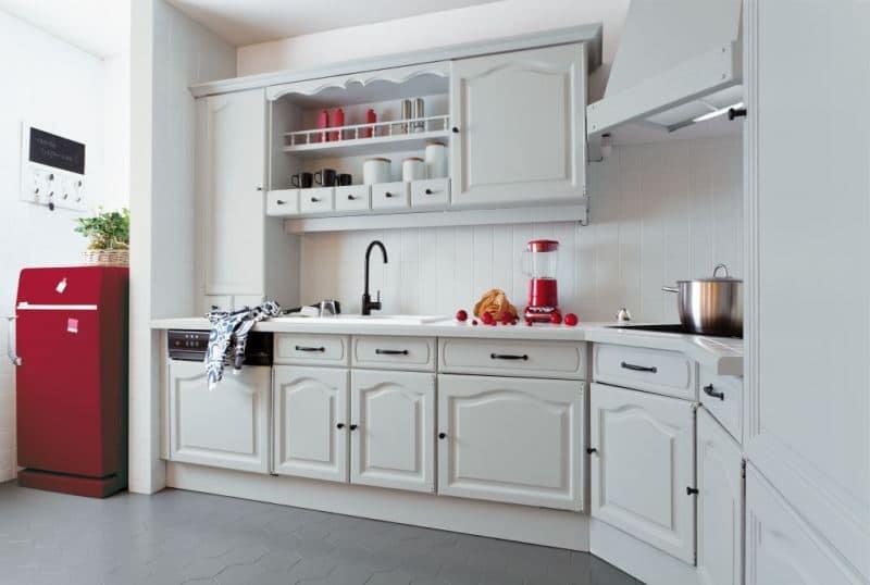 Efekt metamorfozy kuchni - pomalowana farba V33