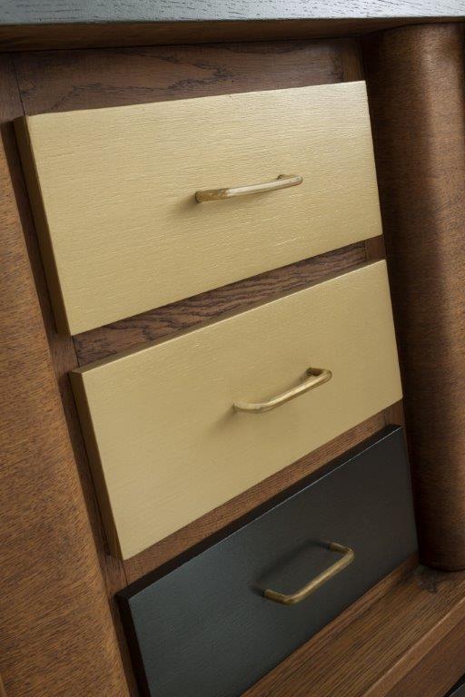 Odnowione fronty szuflad za pomocą farby metalicznej