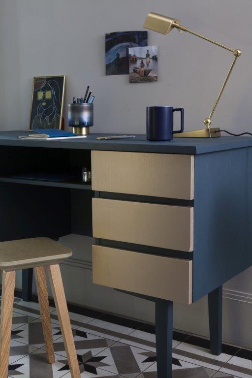 Biurko malowana farbami metalicznymi