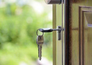 Jakie zamki montować w drzwiach zewnętrznych?