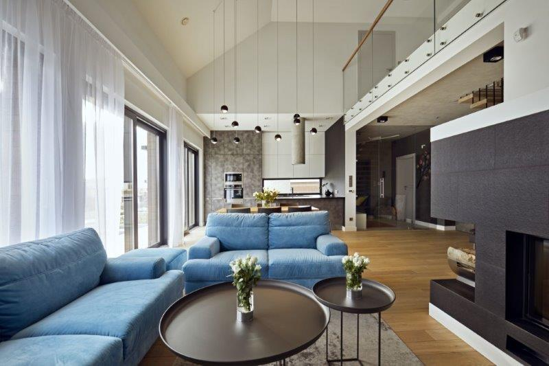 Salon z antresolą - projekt: Kaza Interior Design 6