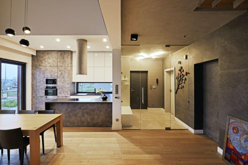 Otwarta przestrzeń - salon, kuchnia i hol x Kaza Interior Design 9