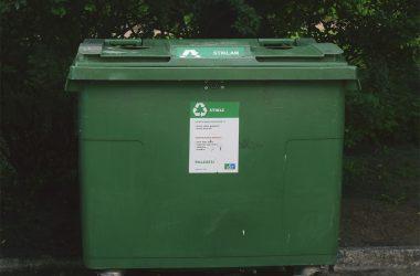 Jak wybrać kosz na śmieci do ogrodu?