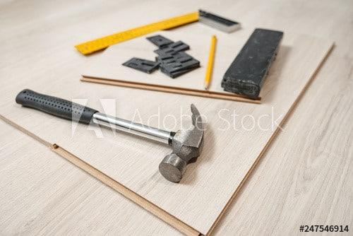 narzędzia do układania podłogi