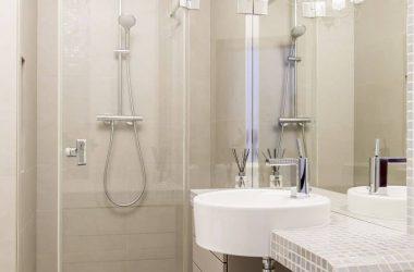 Jak zaprojektować małą łazienkę w bloku?