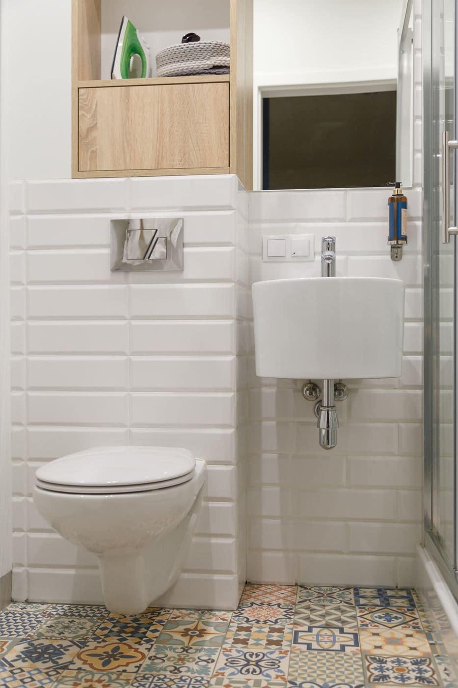 Mała łazienka w bloku
