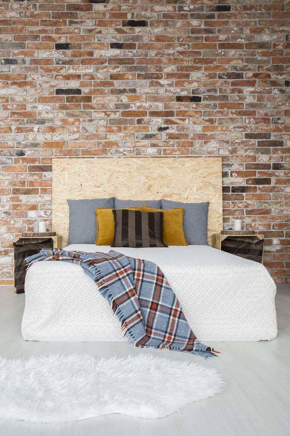 styl industrialny - sypialnia w mieszkaniu